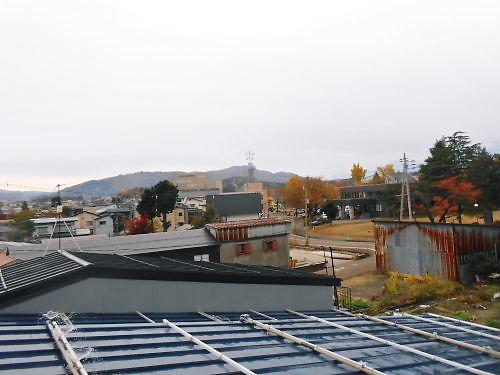 03 500 20141117 屋根点検01 勤研センター、高床山方向ZU