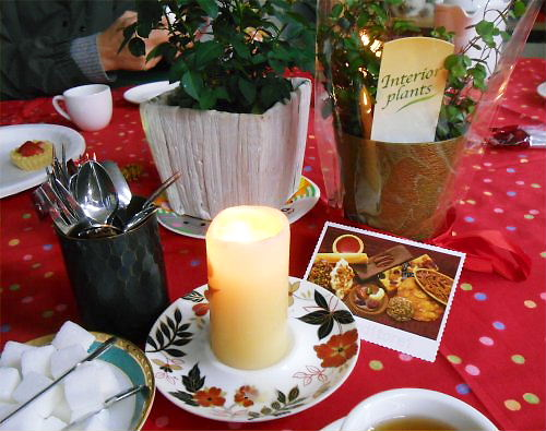 13 500 20141213 Xmas-tea table with candles