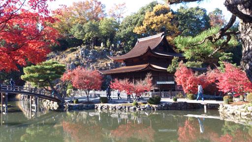 美しい紅葉の永保寺