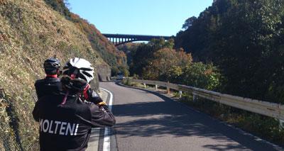 土岐川沿から超高架を眺める