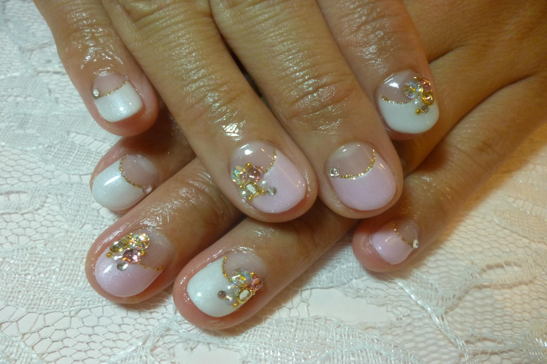 2014ネイルデザイン パールホワイト&ピンク逆フレンチネイル ビジューストーンアートネイル