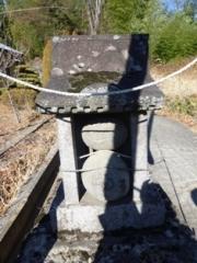 穴山の赤レンガトンネル付近の道祖神