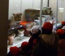 縄文土器を見学