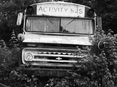 バス ボロボロ 老朽化 ポンコツ