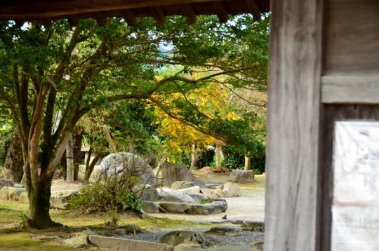 裏から見た観世音寺