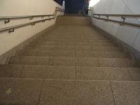 おばあさん階段1-1