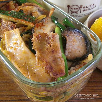 モコ様流イカと豚肉のスパイス焼きそば弁当02