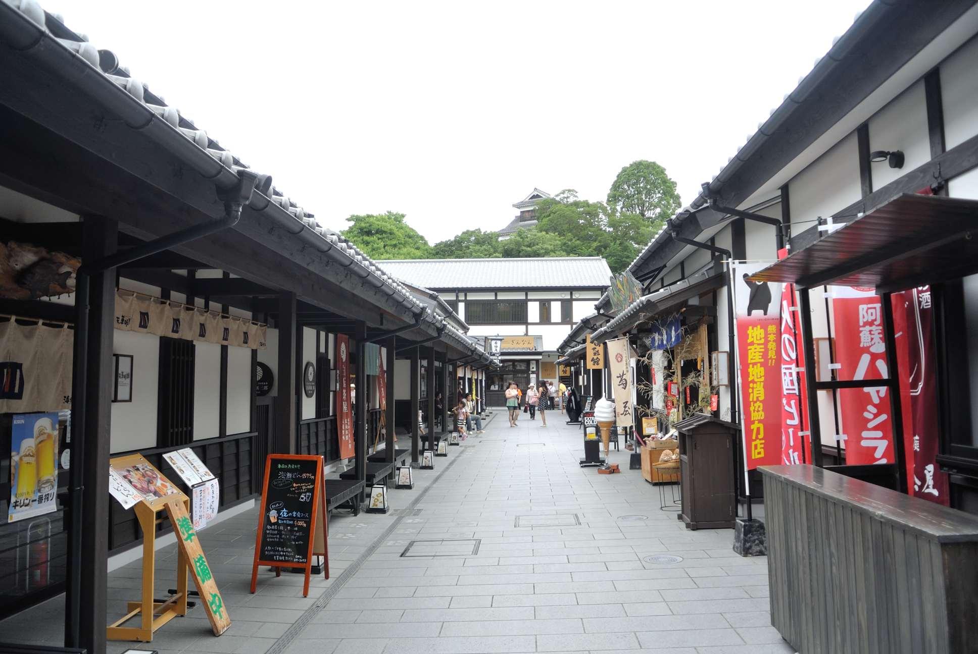 熊本城横の土産売り場