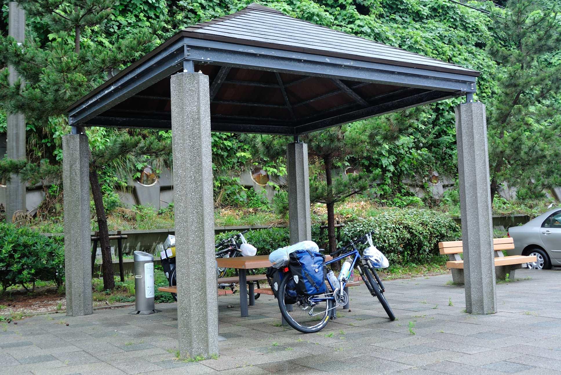 道の駅塩田村が開くまで避難してた東屋