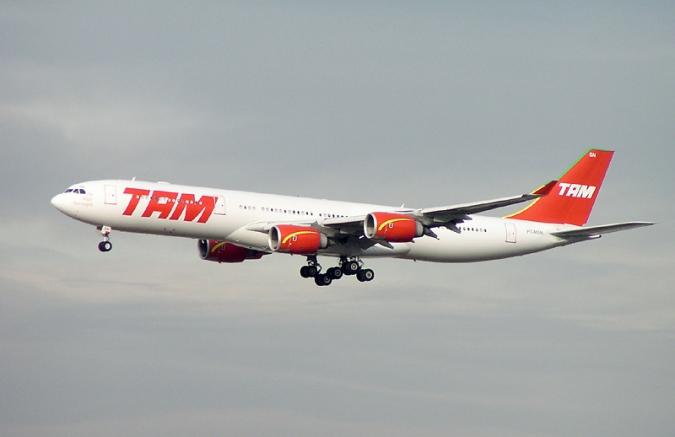 TAM_A340-500_PT-MSN_FRA.jpg