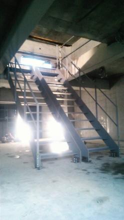 階段 (248x440)