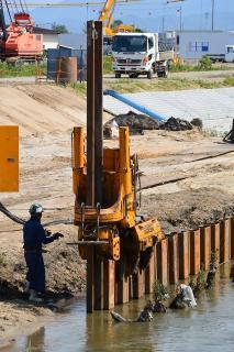 占部川 床上浸水対策特別緊急事業 技研製作所 圧入機 サイレントパイラー