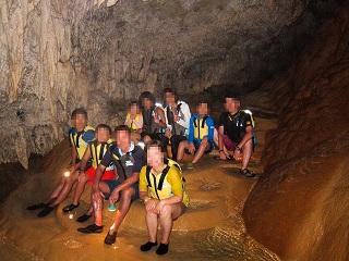鍾乳洞探険ツアー