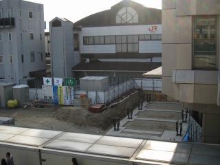 JR岡崎駅 エスカレーターと階段の設置工事