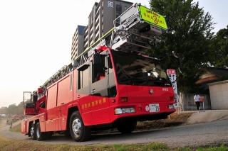 西消防署 本署 西はしご車 はしご付消防ポンプ自動車 (40m) 日野KC-PR4FPDF 艤装:モリタポンプ