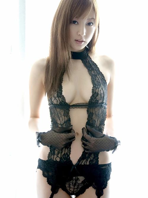 女のカラダを一番セクシーに見せる黒い下着のエロ画像(40枚)