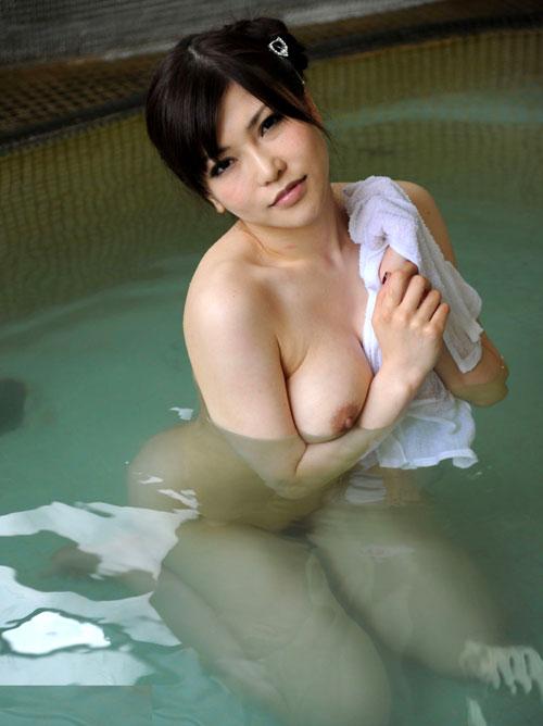 温泉にはいっておっぱいで癒して