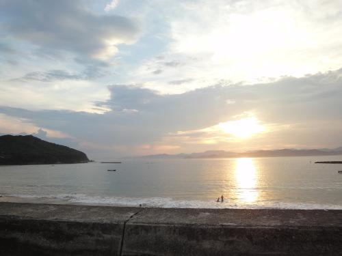5御座白浜海水浴場。だんだん日が暮れていく