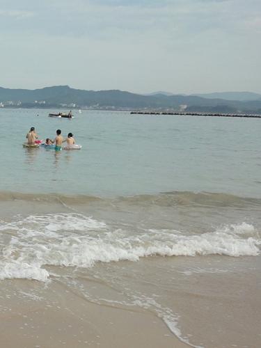 14遠浅の海と白い砂浜