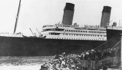 titanic_departing_southampton.jpg