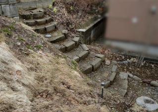 石階段にガタが来た