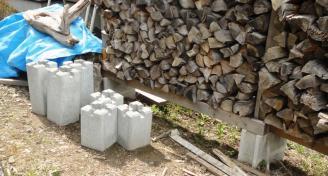 薪置場の基礎ブロック