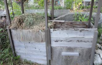 2013春先 溢れそうな堆肥箱