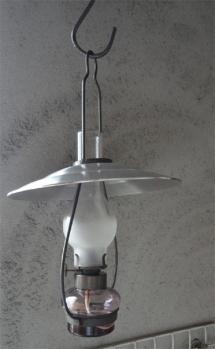 古風な灯油ランプ