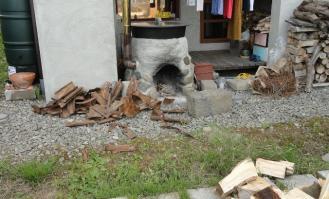 杉皮は焚付けに