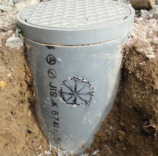 雨水排水管に穴あけ