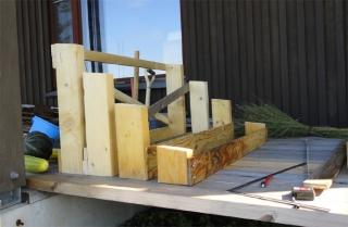 薪小屋屋根の支持材