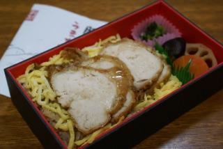九州 うまか赤鶏弁当 02