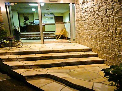 ホテル玄関階段