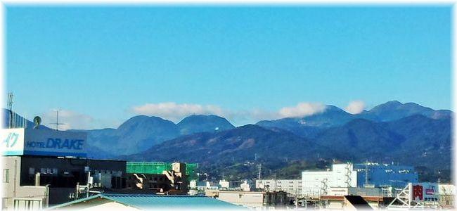 駅から見える山