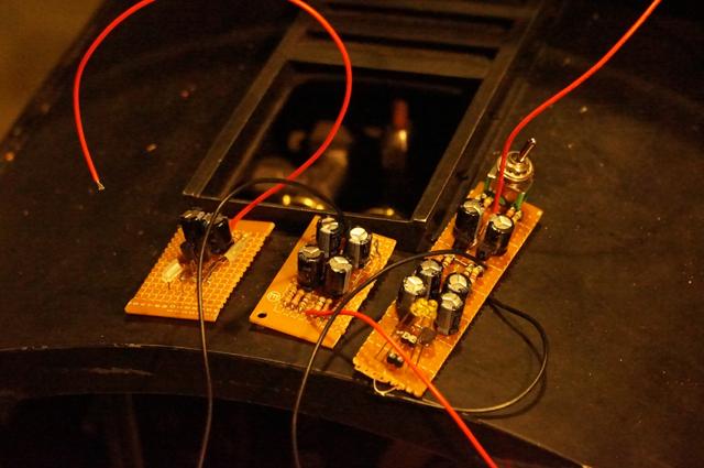試作したCR マルチバイブレータ回路の基板たち