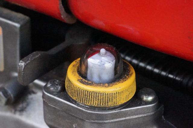 ヤンマーの古いエンジンの回転計