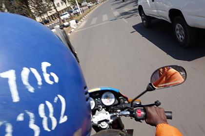 ルワンダのバイクタクシー