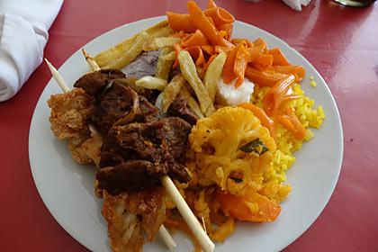 ルワンダ式ビュッフェのランチ