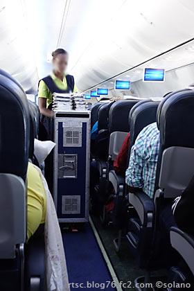 ルワンダ航空、機内食配膳