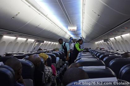 ルワンダ航空ドバイ行き客室内