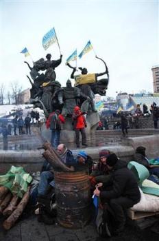 2013-12-09_Russia_Ukraine_キエフで大規模抗議集会 レーニン像倒される03_ウクライナ首都キエフの独立広場は、同国の欧州統合を求める人々が集まる=7日(佐々木正明撮影)