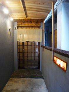 与志田:玄関