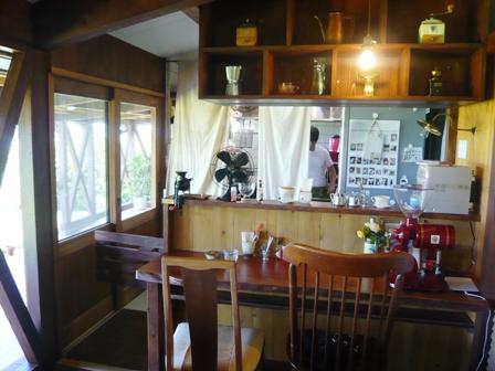 石垣島のんびりカフェ:店内カウンター席