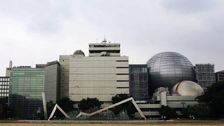 201008工事中の科学館
