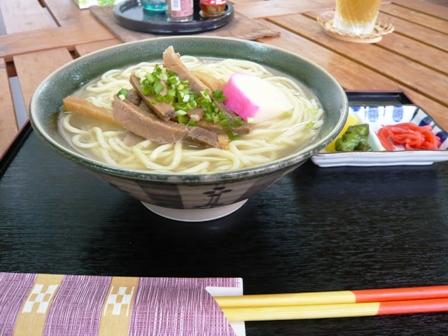 山城商店:八重山そば(中)