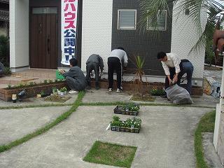 大町モデルハウスのお花植え01