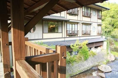 s-川から旅館