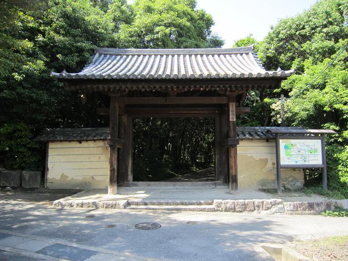 秋篠寺南門