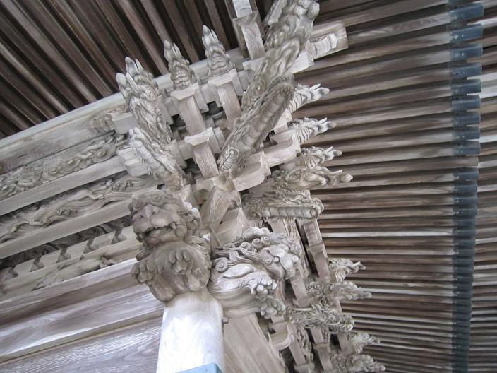 箸蔵寺本殿の彫刻