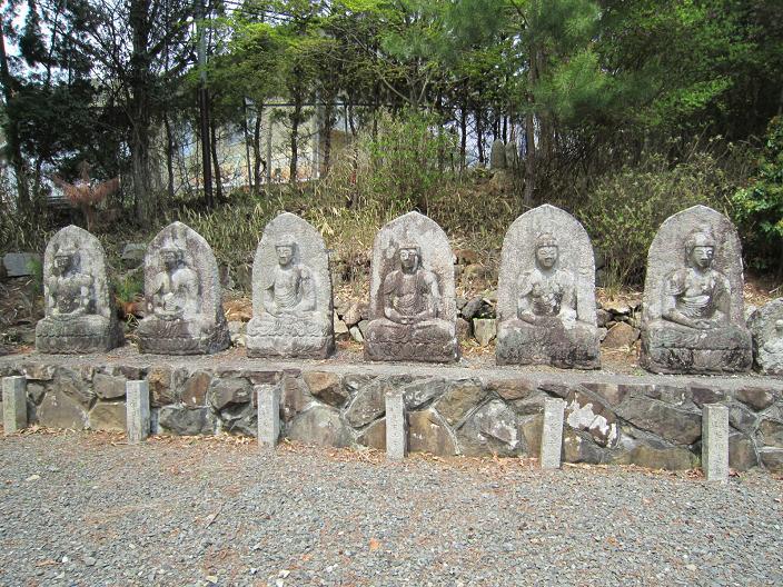 月峰寺の阿弥陀如来座像